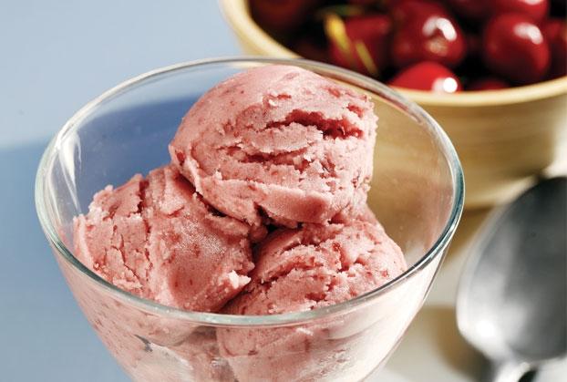 Καταπληκτικό και πανεύκολο παγωτό βύσσινο με γιαούρτι!