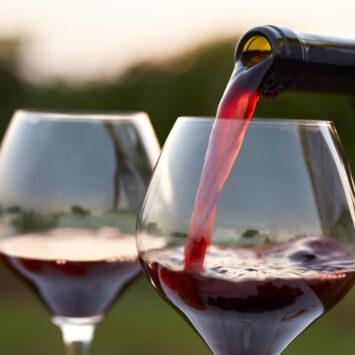 Και όμως! Ένα ποτήρι κόκκινο κρασί ισούται με μια ώρα στο γυμναστήριο