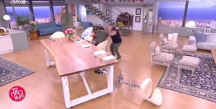 Live ατύχημα! Η Φαίη Σκορδά έπεσε από το σκαμπό on air (βίντεο)